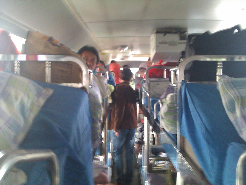 坐火车座位车厢是不是很乱 卧铺车厢安全些嘛?