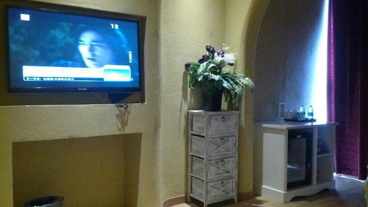 【运动·夜场系列·主题酒店】千岛湖开元曼居酒店2人1晚 + 森林氧吧/水之灵演出(3选1),另购鱼头餐优惠票