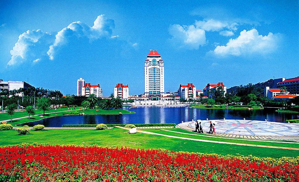 这是一个处处充满着文艺小清新的城市,也是现代化国际性港口风景旅游