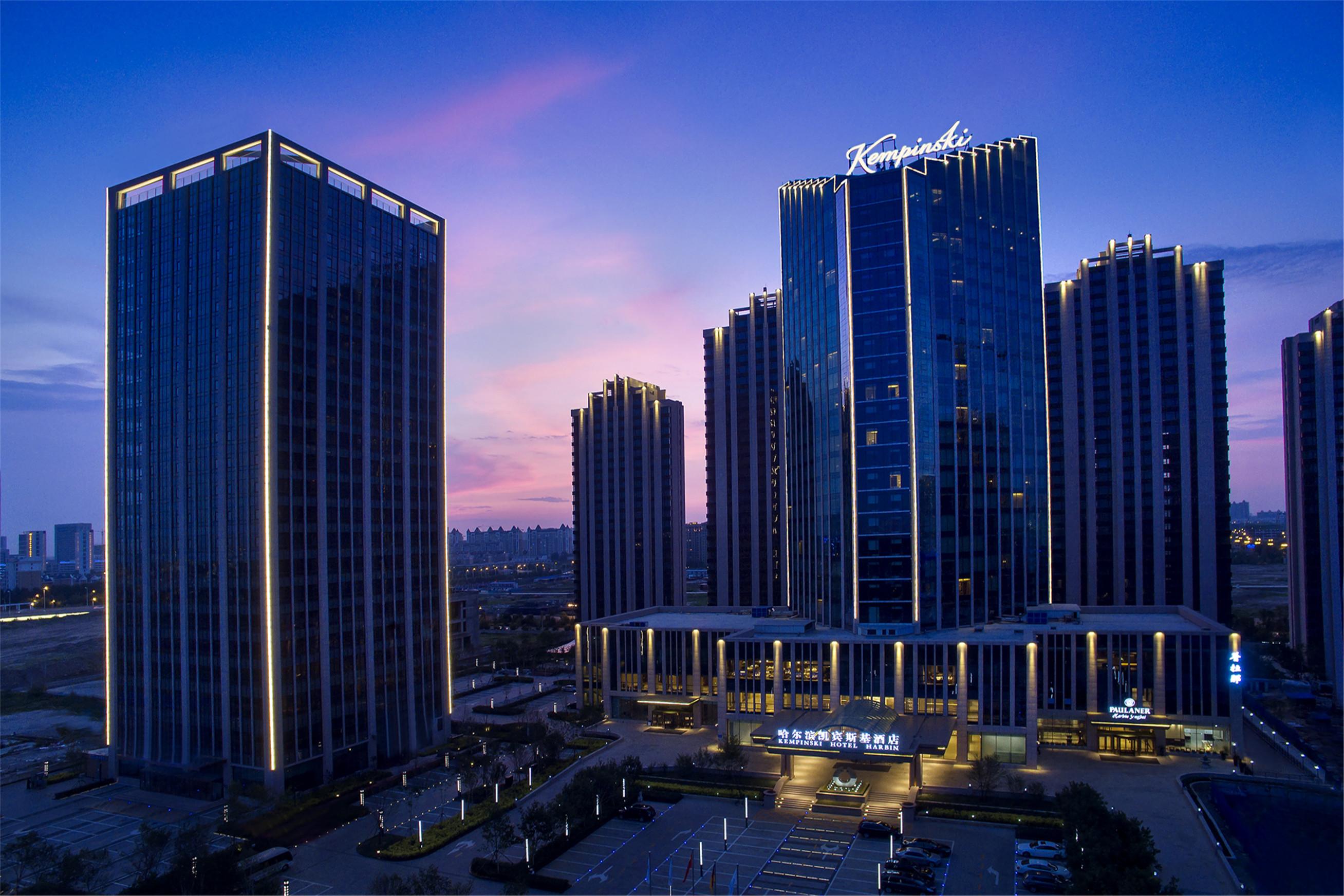 郑州玉米楼夜景图片