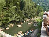 【亲子游】安吉大溪峡谷皮筏漂流2日巴士游(宿经济酒店,浙北大峡谷、中国大竹海、大溪峡谷皮筏漂流)