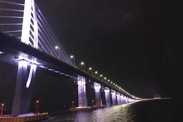 珠海港珠澳大桥1日大巴跟团游 船游港珠澳大桥 湾仔海味市场 圆明新